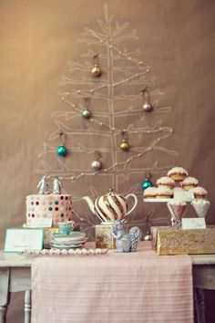 Check Out 37 Awesome Vintage Christmas Tree Ideas. A vintage Christmas tree will be a centerpiece of your vintage celebration and will give you many positive emotions. Diy Christmas Tree, Noel Christmas, Christmas Colors, All Things Christmas, Vintage Christmas, Christmas Decorations, Xmas Tree, Christmas Palette, Simple Christmas