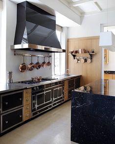 Ideas Kitchen Modern Hood La Cornue For 2019 Kitchen On A Budget, Diy Kitchen, Kitchen Interior, Kitchen Decor, Kitchen Ideas, Black Kitchens, Luxury Kitchens, Home Kitchens, Kitchen Black