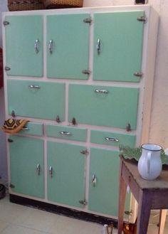 Alacena años 60/70, puertas color mint                                                                                                                                                                                 Más
