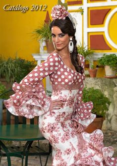 Aires de Feria · Venta de trajes de flamenca Costume Flamenco, Flamenco Dancers, Dance Dresses, Summer Dresses, Mexican Dresses, Dance Fashion, Beautiful Gowns, Traditional Dresses, Pattern Fashion