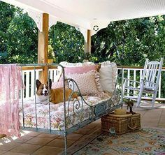 love the old iron daybed