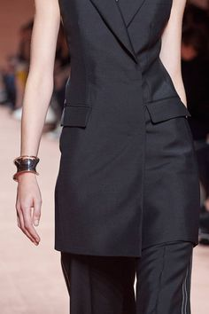 Hermès Spring 2020 Ready-to-Wear Collection - Vogue High Fashion Outfits, Fashion Week, Fashion 2020, Look Fashion, Fashion Show, Fashion Design, Fashion Trends, Vogue Paris, Suits For Women