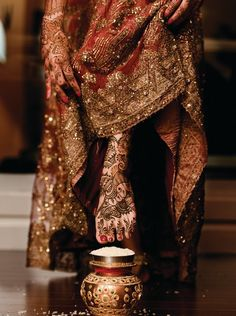 Note the Henna work [mehndi] on the feet and hands of the indian bride. She is entering her new house for the first time after the wedding. and has to topple the rice at the entrance before she goes in. Big Fat Indian Wedding, Indian Bridal, Indian Weddings, Bridal Henna, Bollywood, Indian Dresses, Indian Outfits, Henna Tatoos, Henna Mehndi
