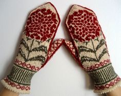 Ravelry: Chrysanthemums pattern by Heather Desserud Knitted Mittens Pattern, Knit Mittens, Knitted Gloves, Knitting Charts, Hand Knitting, Knitting Patterns, Hand Wrist, Wrist Warmers, Fair Isle Knitting