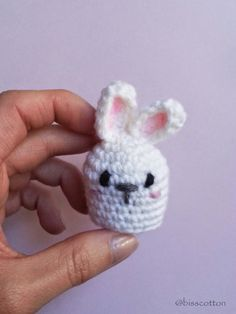 Piccoli conigli amigurumi con coda pom pom made by Bisscotton #decorazionePasqua  #amigurumi