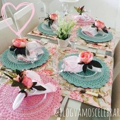 Crochet everything. Pink Table, Table Set Up, Crochet Decoration, Decoration Table, Diy Upcycling, Beautiful Table Settings, Elegant Table, Crochet Home, Tablescapes