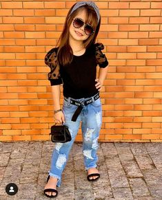 Cute Little Girls Outfits, Mommy And Me Outfits, Kids Outfits Girls, Toddler Girl Outfits, Little Girl Fashion, Kids Fashion, Cute Kids Photos, Kids Ethnic Wear, Simple Pakistani Dresses