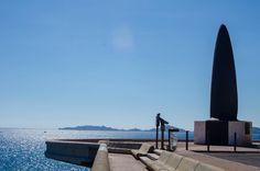 Saviez-vous que Marseille possédait un record plus qu'insolite ? En effet, c'est dans cette ville que l'on trouve le plus long banc urbain du monde et il se situe sur la plus belle des promenades de bord de mer du Sud de la France