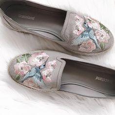 omo a Primavera já chegou algum tempo estava na hora de deixar as botas, mas como ainda faz frio o melhor é andar com um calçado ao mesmo Slip On, Sneakers, Shoes, Fashion, Cold, Weather, Boots, Spring, Tennis