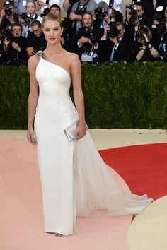 Rosie Huntington-Whiteley wore a Ralph Lauren Collection white gown.