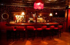 tre dici Steak (bar view is a treasure tucked-away in NYC with classy & intimate New Orleans style interior that serves classic southern Italian cooking. Speakeasy Decor, Underground Bar, Jazz Bar, Jazz Club, Bar Interior, Restaurant Bar, Night Club, Lighting Design, Coffee Shop