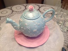 Teapot cake. Ponqué de vainilla con arequipe #cakeitbogota Teapot Cake, Decorated Cakes, Tea Parties, Teapots, Towers, Cake Decorating, Special Occasion, Frozen, Birthday