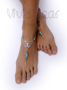 These barefoot sandals are perfect for the beach as you can feel the sand beneath your feet whilst a Ankle Jewelry, Ankle Bracelets, Cute Jewelry, Body Jewelry, Beach Jewelry, Barefoot Sandals Wedding, Beach Wedding Shoes, Crochet Barefoot Sandals, Barefoot Beach