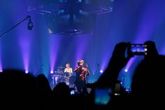 Matt sings out front by Courtarro, via Flickr