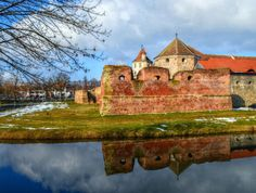 Photo by Lolli Elena-b Historical Sites, Castle, Sky, Mansions, House Styles, Awesome, Water, Heaven, Gripe Water