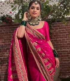 Indian Wedding Wear, Indian Bridal Outfits, Indian Bridal Fashion, Indian Designer Outfits, Silk Saree Blouse Designs, Saree Blouse Patterns, Lehenga Designs, Indian Gowns Dresses, Pakistani Dresses