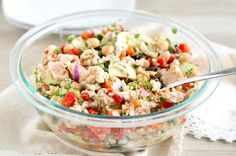 Mediterranean Tuna Salad - so much flavor and so easy to put together! This mayonnaise-free tuna salad recipe is naturally gluten-free, paleo and low carb. Healthy Tuna Salad, Healthy Salad Recipes, Healthy Eating, Tuna Chickpea Salad, Healthy Foods, Avocado Salad, Cucumber, Mediterranean Tuna Salad, Mediterranean Diet Recipes