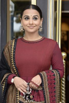 Cannes 2013: Jury member Vidya Balan looked breathtaking in a maroon outfit with a heavily embroidered black dupatta. Those antique jhumkas added to her traditional look and get her a thumbs up from us.