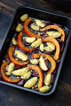 Gebackener Kürbis mit Kartoffeln und Zwiebeln