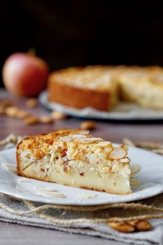 Almond and Apple Creamy Cake - Dolce Vita Cakes Apple Cake Recipes, Dessert Recipes, Desserts, Tortillas Veganas, Torte Cake, Sweet Bakery, Breakfast Cake, Elegant Cakes, Vegan Cake