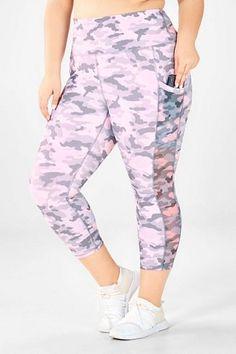 Fabletics Boutique - My Looks Short People, Camo Colors, Black Fitness, Cute Pants, Kate Hudson, Fashion Group, Charcoal Color, Complete Outfits, Camo Print