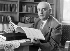 Theodor Ludwig Wiesengrund-Adorno è stato un filosofo, musicologo e aforista tedesco. Fu esponente della Scuola di Francoforte e si distinse per una critica radicale alla società e al capitalismo avanzato.