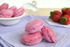 Macarons alle fragole, scopri la ricetta: http://www.misya.info/2014/05/07/macarons-alle-fragole.htm