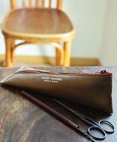 Bandit Manchot / lether zipped pen case (20,50 euros) | petiteparis