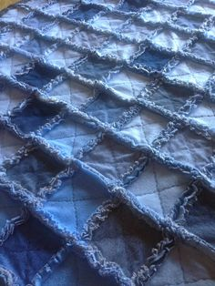 Blue Jean Rag Quilt / The Way Grandmama Does It:-got to try, seems simple enough for a beginner to try.