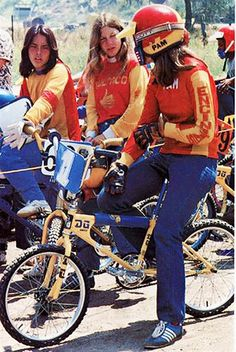 Vintage Stuff and Antique Designs Vintage Bmx Bikes, Velo Vintage, Vintage Skateboards, Retro Bikes, Women's Cycling Jersey, Cycling Art, Cycling Quotes, Cycling Jerseys, Bmx Girl