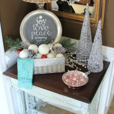 http://www.artsychicksrule.com/2014/12/christmas-home-tour-part-1-budget-decor.html