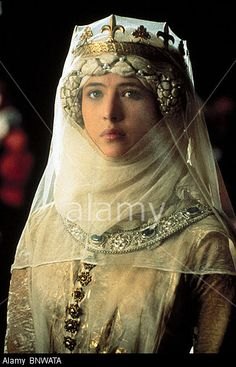 Sophie Marceau as ''Princess Isabella of France'' in ''Braveheart''. Sophie Marceau, Medieval Costume, Medieval Dress, Medieval Fantasy, Medieval Hats, Renaissance Costume, Medieval Fashion, Medieval Clothing, Historical Costume
