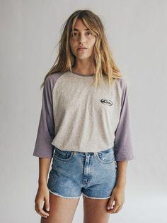 Quiksilver lanza su primera línea femenina: Quiksilver Womens, una apuesta que se va a convertir en la obsesión de las millennials Surfer Outfit, T Shirts, Tees, Indie Outfits, Indie Clothes, Skinny Jeans, Clothes For Women, My Style, Model