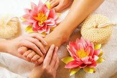 The best of foot massage Los Angeles has to offer includes the ones that offer combo deals for massage. It might be a good idea to consider full body massage along with foot massage for complete relaxation.