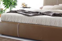 #Sander's zip makes easy to remove the #cover. #ditreitalia #newproducts #bed #design #cozy