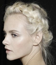 The lovely Ginta Lapina backstage at valentine : Beautiful Fair skin + Very light brows & hair + Nude Lips
