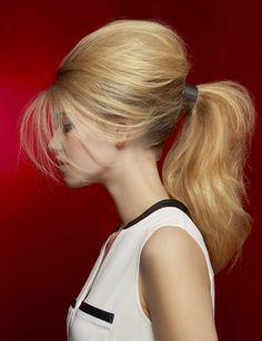 La queue-de-cheval coquéeAdoptez illico cette coiffure chic pour l'une de vos soirées. Volume garanti même sur cheveux fins. A testez d'urgence !