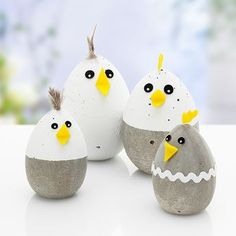Kostenlose Anleitung: Betonküken basteln Free instructions: Making concrete chicks Happy Easter, Easter Bunny, Easter Eggs, Diy And Crafts, Crafts For Kids, Creative Crafts, Yarn Crafts, Concrete Crafts, Concrete Cement
