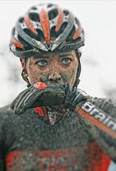 Mountainbiker stört Dreck nicht.     (Eng) nothing wrong with a little dirt!
