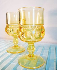 Vintage Mid Century Glass Gold Yellow Glasses Wine Indiana Glass Goblet Kings Crown - Fancy schmancy