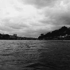 ... black water and dark clouds.... . . .  #sombreescapes #darknature #theartofslowliving #fiftyshades_of_nature #basel #exploretocreate#follow_the_grey_sky #roman #fading_point #gloomgrabber #clouds #natureaddict #naturelovers #landscape_lovers #landscape_captures #landscapes #simply_noir_blanc#skylovers #wonderful_places#bnw_drama#bnw_planet#bnw_legit#bnw_lightandshadow#HarmonyOfLight #bnw_rose#pocket_bnw #artistry_flair #artisartcommunity#clouds#bnw_switzerland #ig_swisspictures taken and…