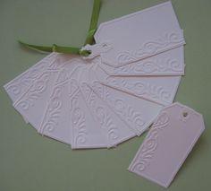 Formára vágott dombormintás kártya kézzel írt ültető- vagy köszönetkártyának