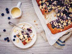 Mustikkapiirakka pellillinen Finnish Recipes, Brie, Camembert Cheese, Delish, Cereal, Muffins, Sweets, Candy, Baking