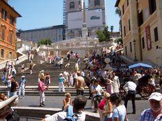Tabara de limba italiana, excursii & vizite turistice in ROMA // Tabara internationala de vara de limba italiana se desfasoara la Roma, metropola moderna a carei aspect reflecta diferitele epoci istorice prin care a trecut de-a lungul timpului. Arhitectura impresionanta, cultura si oamenii de aici il fac pe orice vizitator sa se indragosteasca pe loc de acest oras. Sunt atat de multe lucruri de facut, de la vizitarea siturilor istorice la degustarea ofertei gastronomice italiene, incat nu e… Four Square, Street View, Modern, Fine Dining, Trendy Tree