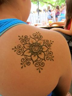 Floral mandala Floral mandala,henna and Jagua Floral mandala Henna Hand Designs, Henna Tattoo Designs Simple, Beautiful Henna Designs, Mehndi Designs For Hands, Henna Flower Designs, Henna Flowers, Cute Easy Henna Designs, Beginner Henna Designs, Mehndi Tattoo