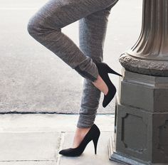 Love simple black pumps//