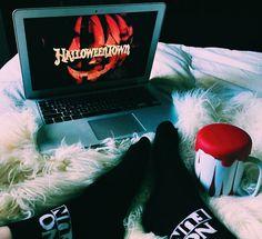 Pinterest: carolinefaith417★ Hello Autumn, Autumn Day, Autumn Leaves, Vsco Pictures, Fall Pictures, Halloween Season, Fall Halloween, Autumn Aesthetic, Fall Scents