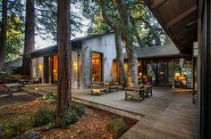 terrasse en bois ou composite, une maison dans la forêt Plus