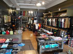 Boutique Interior, Clothing Store Interior, Clothing Store Displays, Clothing Store Design, Shop Interior Design, Single Beds With Storage, Skateboard Room, Store Layout, Store Interiors