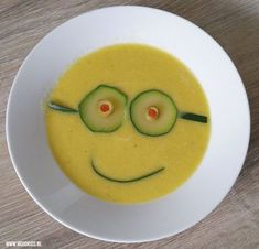 Minion recept: Tropische Minion soep | Moodkids Soups For Kids, Kids Meals, Cooking With Kids, Cooking Time, Kinds Of Soup, Cooking A Roast, Good Food, Yummy Food, Food Decoration